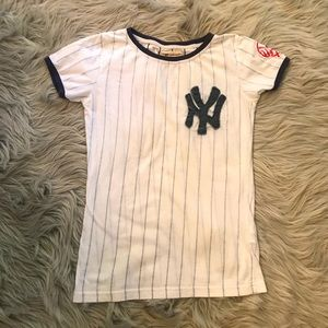 NY Yankees curve-hugging stretch-cotton shirt!